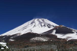 冬の富士山の写真素材 [FYI00421426]