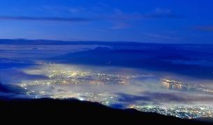 諏訪湖の夜景の写真素材 [FYI00421468]