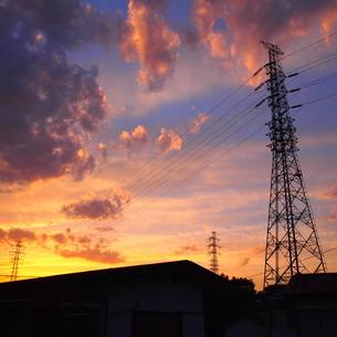 鉄塔と夕暮れの素材 [FYI00421501]