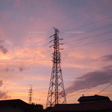 鉄塔と夕景の素材 [FYI00421504]