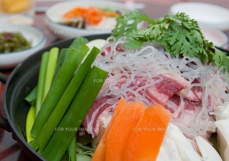 韓国鍋 チゲの写真素材 [FYI00421672]
