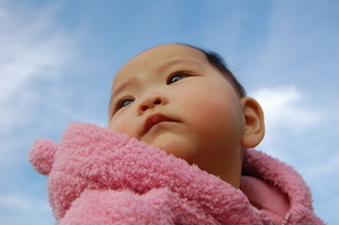 空と赤ちゃんの写真素材 [FYI00421716]