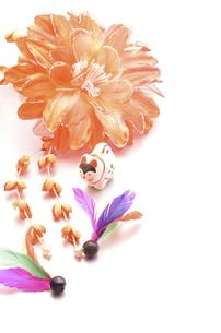 花飾りと羽根の素材 [FYI00422029]