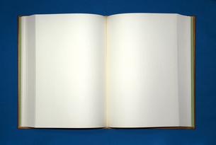 開いた白ページの本の写真素材 [FYI00422294]