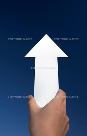 上を指す矢印の写真素材 [FYI00422375]
