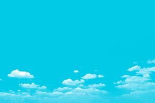 雲と澄んだ青空の写真素材 [FYI00422406]