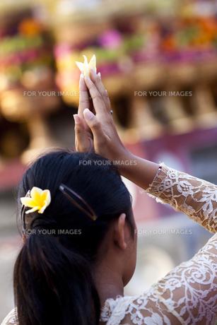 バリ島、ウブドの寺院にての素材 [FYI00422484]