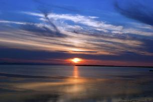 サロマ湖よりオホーツク海を望むの写真素材 [FYI00422555]