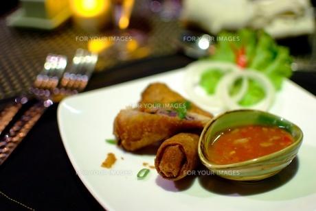 カンボジア料理(春巻き)の写真素材 [FYI00424173]