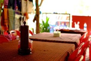 カンボジアの食堂のテーブルの写真素材 [FYI00424177]