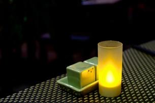 レストランのテーブルライト(カンボジア)の写真素材 [FYI00424183]