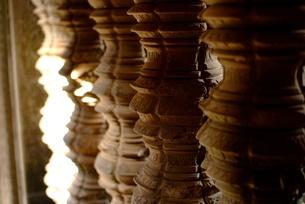アンコールワットの遺跡の柱の写真素材 [FYI00424187]