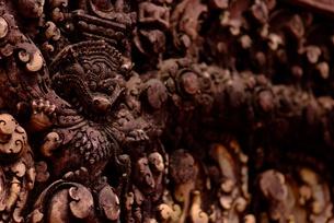 バンテアイ・スレイの彫刻(カーラ)の写真素材 [FYI00424216]
