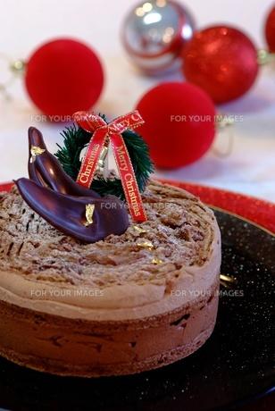 クリスマスチョコレートケーキの写真素材 [FYI00424388]