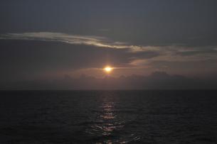 瀬戸内海の夕日の素材 [FYI00424437]