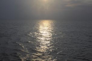 瀬戸内海の夕日の素材 [FYI00424441]