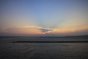 瀬戸内海の夕日の素材 [FYI00424443]