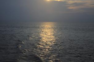 瀬戸内海の夕日の素材 [FYI00424450]