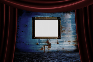 カーテンと額と青い壁の写真素材 [FYI00424514]