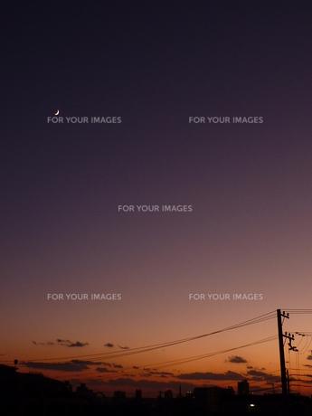 夕暮れの月の写真素材 [FYI00424962]