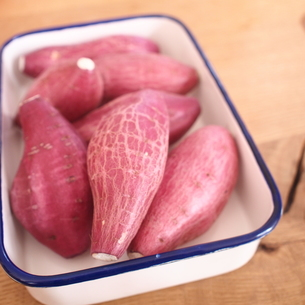 7本のサツマイモの写真素材 [FYI00425092]