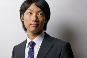 若いビジネスマンのポートレートの写真素材 [FYI00425272]