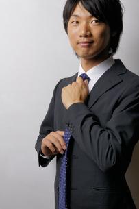 若いビジネスマンのポートレートの写真素材 [FYI00425291]