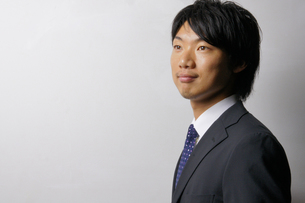 若いビジネスマンのポートレートの写真素材 [FYI00425297]
