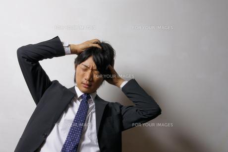若いビジネスマンのポートレートの写真素材 [FYI00425299]