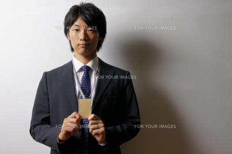 若いビジネスマンのポートレートの写真素材 [FYI00425304]