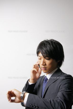 若いビジネスマンのポートレートの写真素材 [FYI00425314]