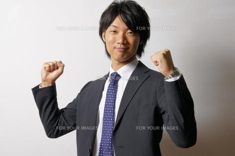 若いビジネスマンのポートレートの写真素材 [FYI00425319]
