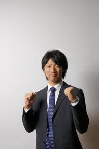 若いビジネスマンのポートレートの写真素材 [FYI00425339]