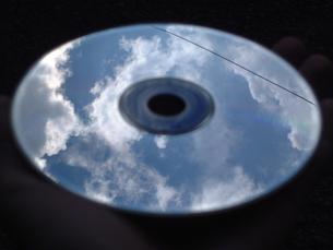 CDにうつった青空の写真素材 [FYI00425557]
