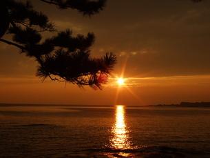 海岸の夕陽の写真素材 [FYI00425584]