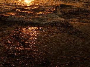 ブロンズの波の写真素材 [FYI00425585]