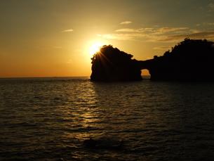 円月島の写真素材 [FYI00425590]