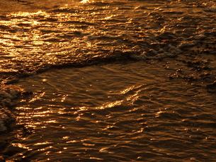 ブロンズの波の写真素材 [FYI00425605]