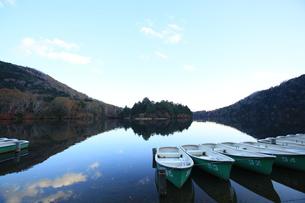 奥日光 湯の湖の風景の写真素材 [FYI00425816]