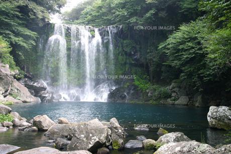 済州島、天帝の滝の写真素材 [FYI00425940]