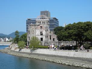 原爆ドームと元安川の写真素材 [FYI00427750]