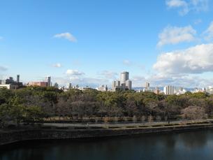 大阪城から望む梅田地区の写真素材 [FYI00427869]