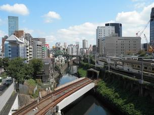 聖橋から見る神田川と秋葉原の写真素材 [FYI00427925]