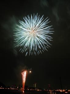 長良川全国花火大会の写真素材 [FYI00428040]