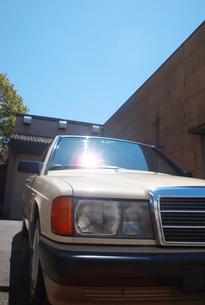 車と青空の写真素材 [FYI00428184]