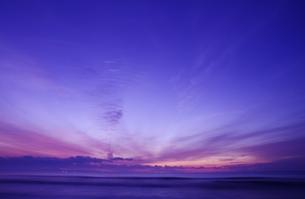 海辺の朝焼けの写真素材 [FYI00428215]
