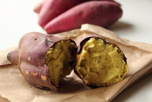 焼き芋の素材 [FYI00428295]