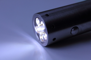 LED小型懐中電灯の写真素材 [FYI00428351]