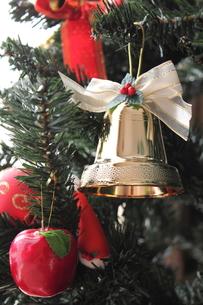 クリスマスツリーとオーナメントの素材 [FYI00428360]