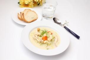 春キャベツと鶏肉のスープの素材 [FYI00428597]